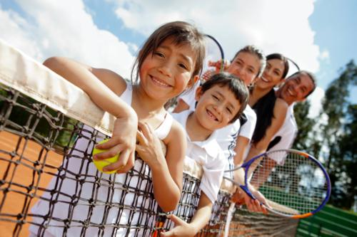 kids playing tenis