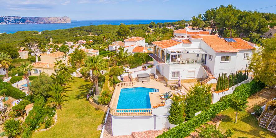 Villa Esbarzar